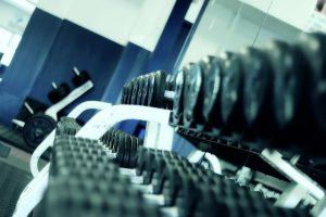 להתאמן בחדר הכושר