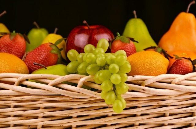 לאכול פירות